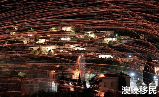 欢度完国庆后来看看希腊移民最爱的狂欢节 (4).jpg